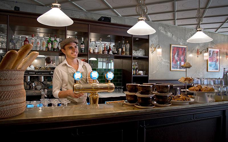 Bar och restaurang La Gare, fransk bistro dörr i dörr med Central Hotel i centrala Stockholm.