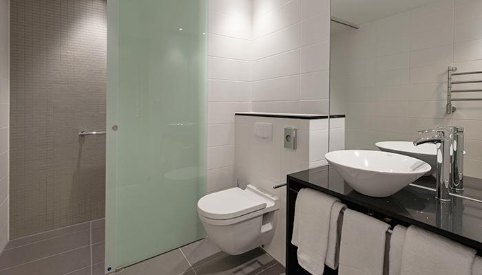 Apartments_bathroom_700x400